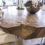 Design Esstisch aus einem Baumstamm
